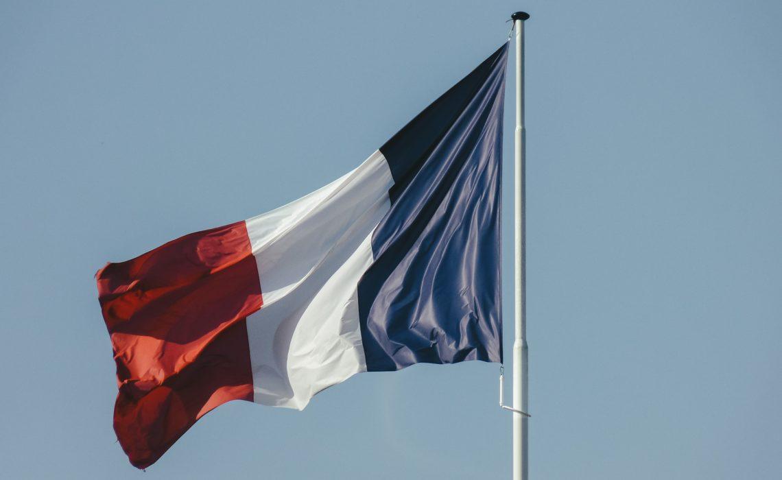 Conseils pour accrocher un drapeau à votre maison